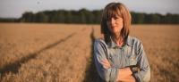 【作家視窗】成為一粒麥子——安‧福斯坎,不凡的農場女主人